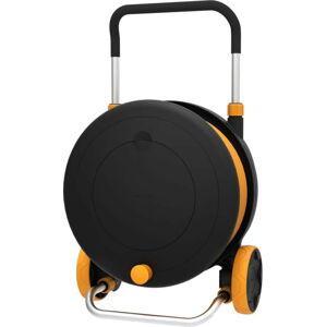 Černý vozík s bubnem a zavlažovací hadicí Fiskars